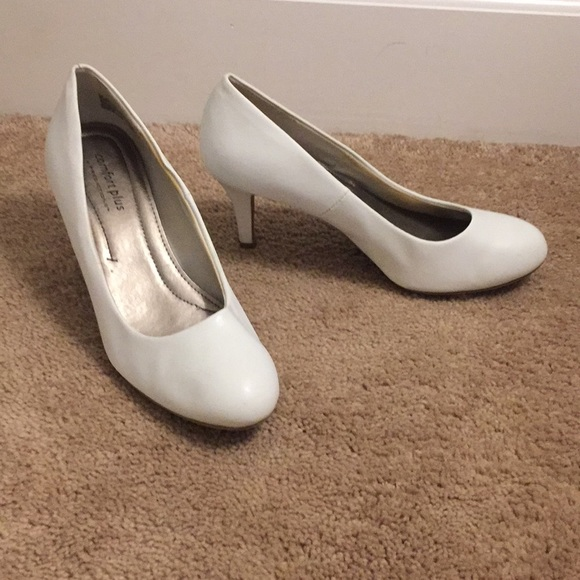 Payless Shoes | Womens White Pumps Size